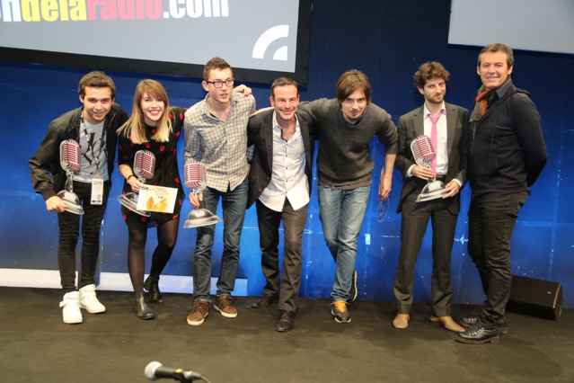 Les gagnants 2016 des Jeunes Talents avec Rémi Castillo et Jean-Luc Reichmann © Serge Surpin pour le Salon de la Radio