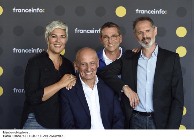 Jean-Michel Aphatie aux côtés de l'équipe de 8h30 Aphatie sur franceinfo. © Christophe Abramowitz (Radio France)