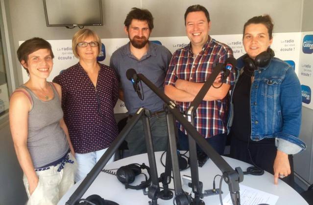 L'équipe de Radio Gâtine. De gauche à droite : Sophie Moine, Béa Boutin, Thomas Moreau, Samuel Pacault et Élodie Morisset.