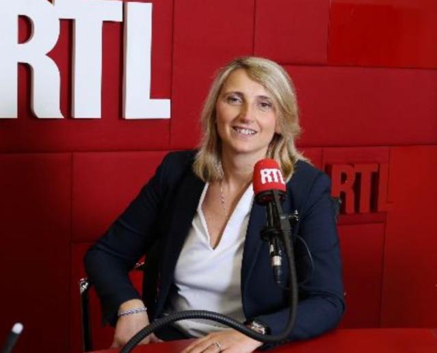 À La Plagne, un sportif au micro d'Isabelle Langé évoque sa présence aux Etoiles du Sport et son actualité sportive