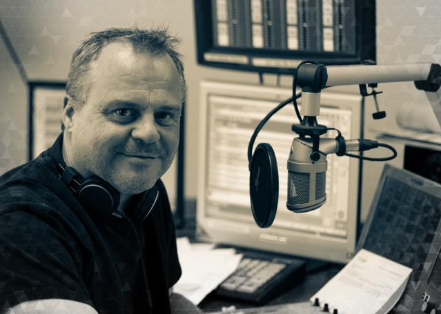 Mark Butcher dirige la station et présente le Morning Show.