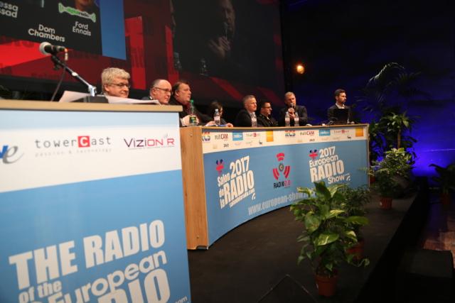 L'Angleterre a été durant trois journées, le pays à l'honneur de ce Salon de la Radio. La conférence d'ouverture du Salon de la Radio était, comme le veut la tradition, consacrée aux professionnels anglais ©Serge Surpin