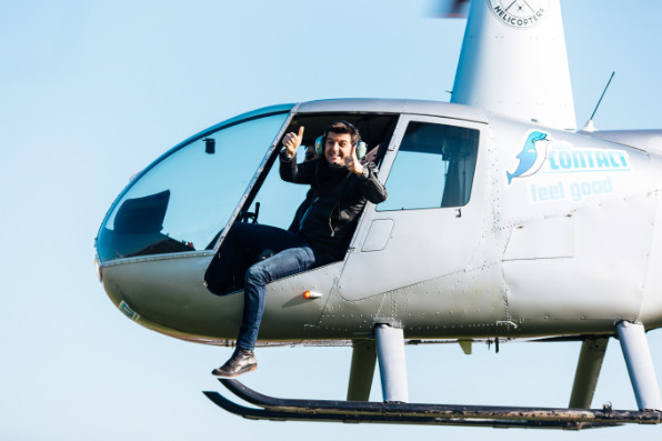 Radio Contact emmène un auditeur au boulot en helicoptère