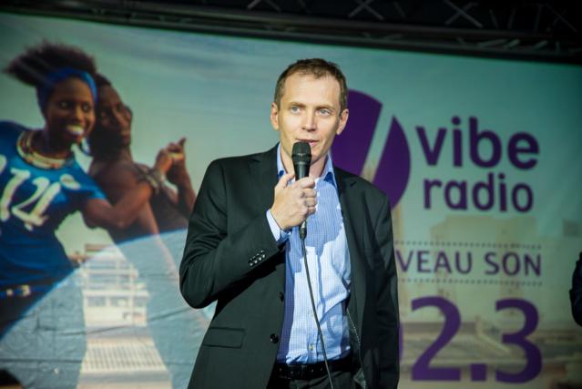 Daniel Galinski lors du lancement de la radio Vibe. © LARI.