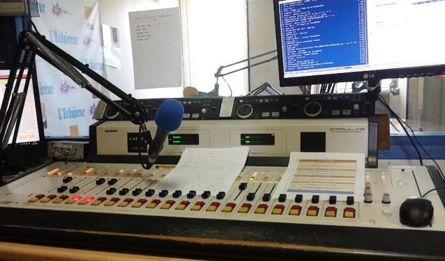 Radio Zénith FM coupe ses deux ...<br /><br />Source : <a href=