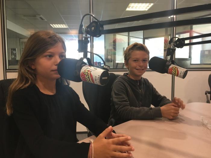 Pendant 1 heure (de 8h30 à 9h30) les enfants (de 6 à 12 ans) peuvent donc s'exprimer librement sur les sujets qu'évoquent les animateurs mais aussi annoncer la musique diffusée à l'antenne