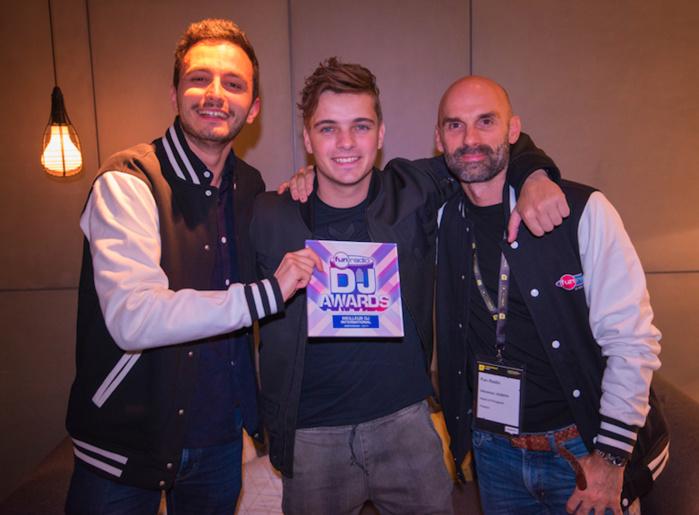 L'animateur JB, le DJ Martin Garrix et Sébastien joseph, directeur des programmes de Fun Radio © Cédric Passinay
