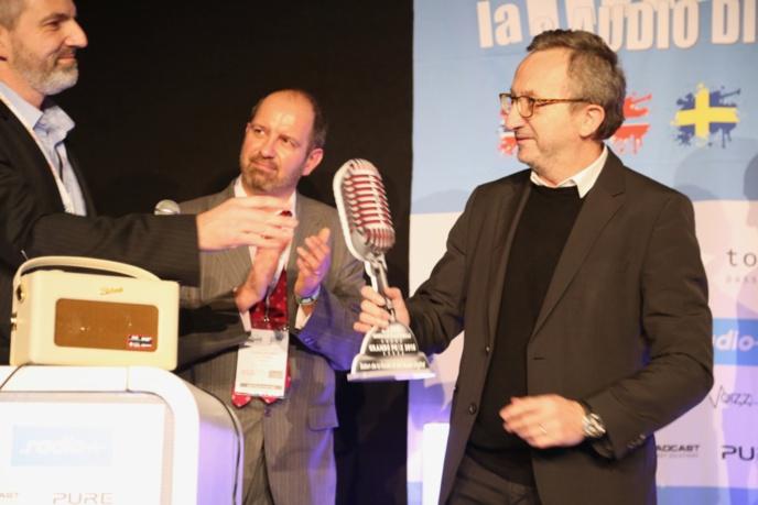 """Au Salon de la Radio 2018, Jacques Expert a reçu le Grand Prix """"Radio de l'année"""" pour RTL © Serge Surpin / La Lettre Pro"""