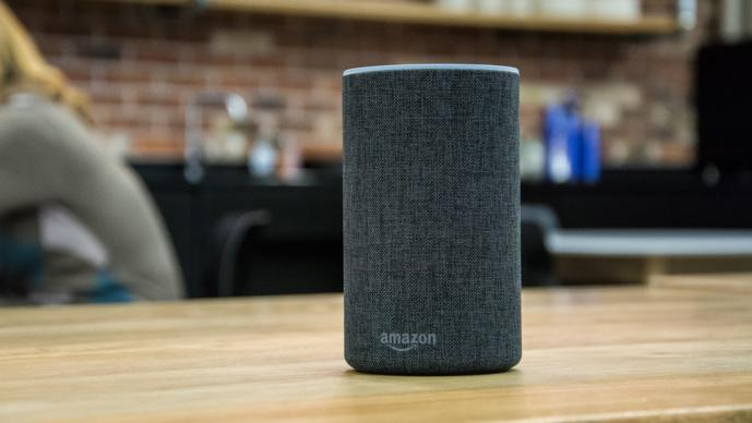 L'Amazon Echo se décline en plusieurs modèles et embarque Alexa.