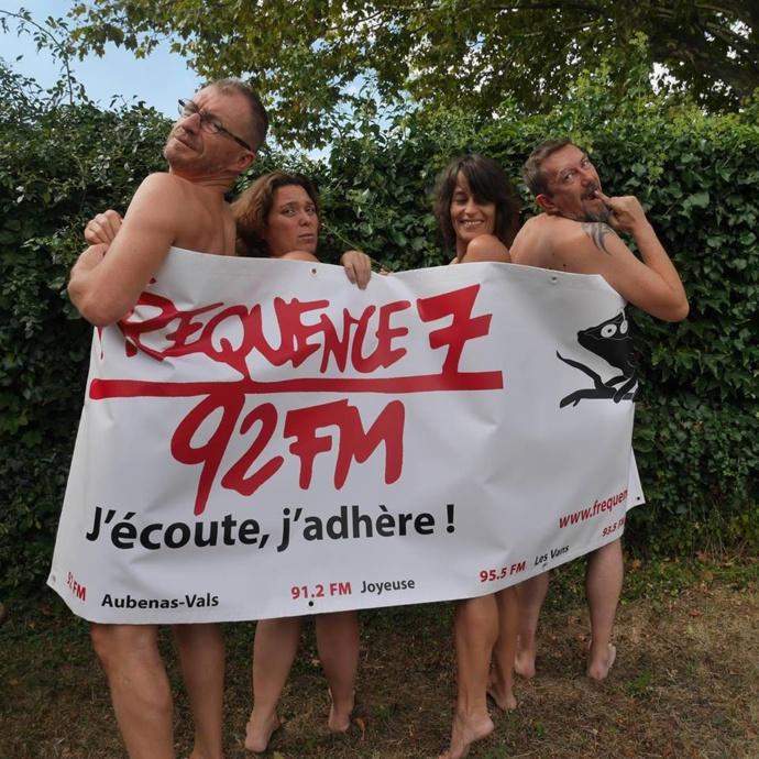 """Si l'objectif des 20 000 € est atteint, l'équipe de Fréquence 7 a promis de faire """"tomber la banderole"""""""