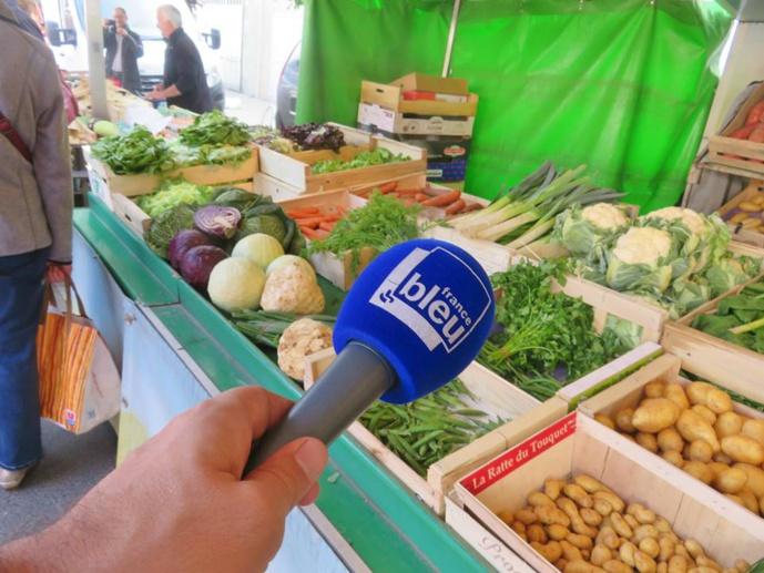 Le micro de France Bleu Poitou sur le marché de Montmorillon le 16 mai dernier © France Bleu Com
