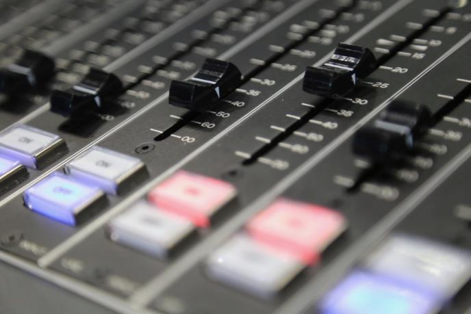 Devenez rédacteur-trice dans La Lettre Pro de la Radio