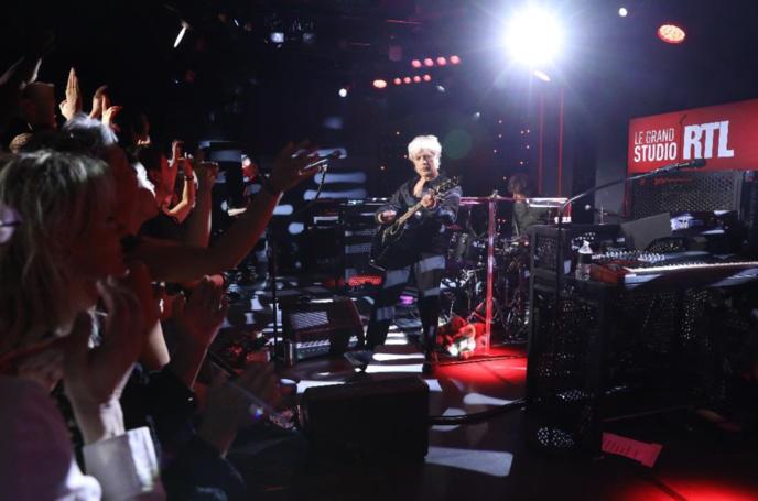 Indochine sur la scène du Grand Studio de RTL
