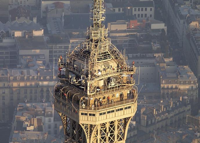Le sommet de la Tour Eiffel accueille le départ de signaux de nombreuses radios © TDF