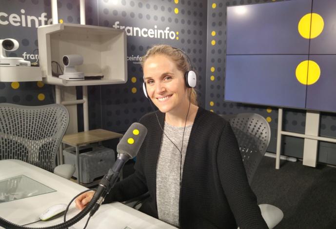 Depuis trois ans, Francine Baudelot est la voix d'antenne de franceinfo. © Jean-Luc Grzeskowiak