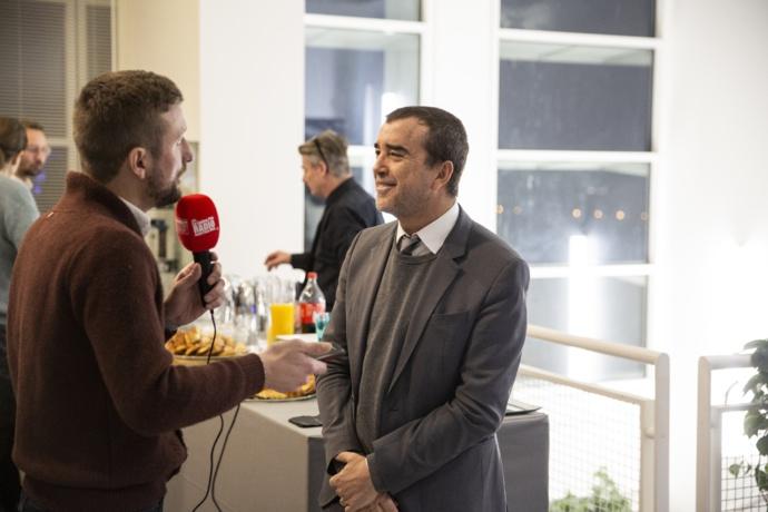 Ce jeudi matin, Arnaud Lagardère, lors de l'inauguration du nouveau grand studio Pierre Bellemare à Europe 1 / Photo Service Presse Europe 1