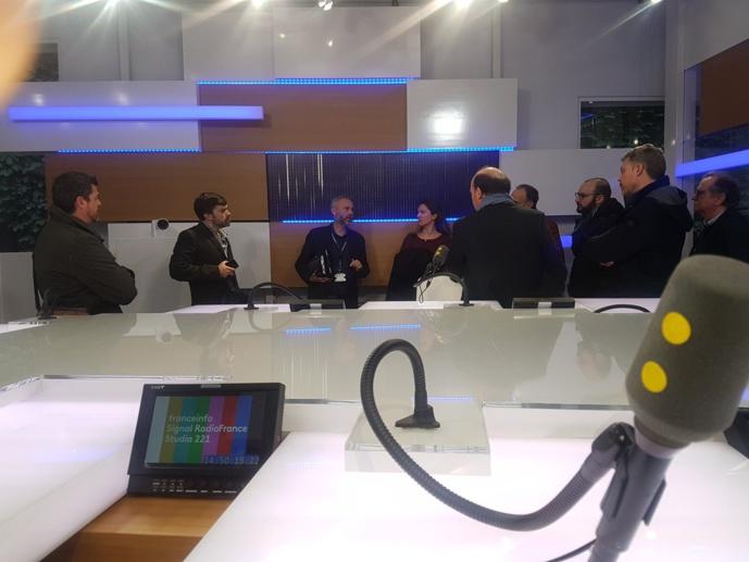 La délégation espagnole et protugaise invitée au Salon de la Radio a participé au VIP Tour Paris Latino et a notamment visité les studios de franceinfo à Radio France