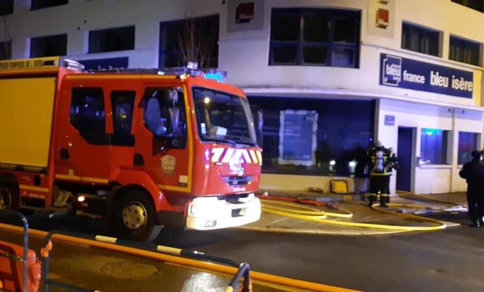 Les locaux de France Bleu Isère ravagés par les flammes / Photo Facebook France Bleu Isère
