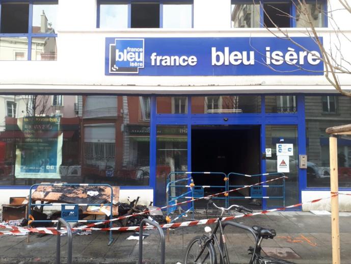 Les locaux de France Bleu à Grenoble ravagés par un incendie / Photo Twitter @bleu_isere