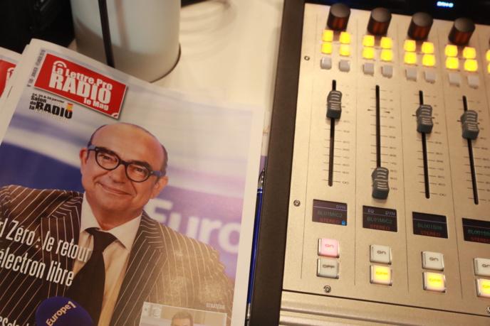 Karl Zéro fait la Une du n° 108 de La Lettre Pro de la Radio actuellement disponible © Linda Viksna / La Lettre Pro de la Radio
