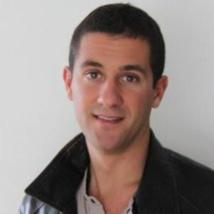 Géraud Bosman-Delzons a été formé à l'Institut de journalisme de Bordeaux Aquitaine