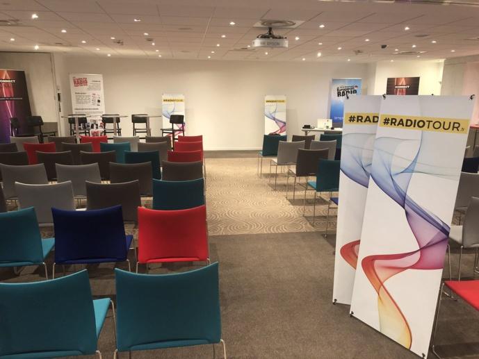Ce mercredi, l'Hôtel Mercure Bordeaux Centre Ville (5 Rue Robert Lateulade) est prêt à accueillir la première étape du RadioTour