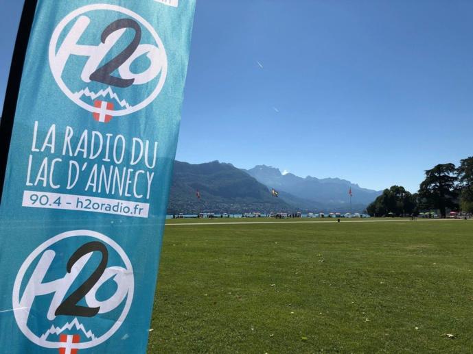 Créée en novembre 2017, H2O réunit déjà 8 000 auditeurs chaque jour, autour du lac d'Annecy (Médiamétrie, Public des Associatives, janv.-juin 2019). © D.R.