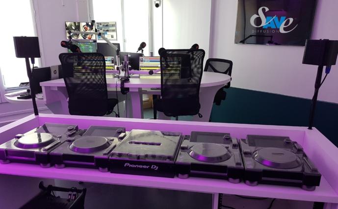 Vue du studio de Radio FG depuis le poste de travail DJ. Photo Sylvain Ferey, Radio FG