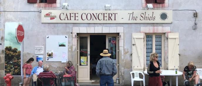 """La série """"Radio cafés, chroniques françaises""""  dans LSD, la série documentaire de Perrine Kervran du 11 au 14 novembre de 17h02 à 18h sur France Culture et en intégralité dès le 11 novembre sur franceculture.fr © Adrien Chevrier"""