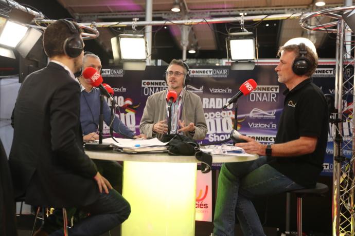 Forcément, La radio du Salon de la Radio émet un programme disponible à Paris et en Île-de-France en FM et en DAB+