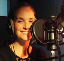 Francine Baudelot est la voix antenne de France Info et comédienne pour la publicité.