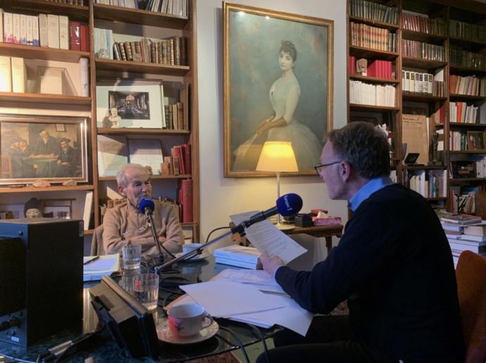 """Une semaine spéciale avec Robert Badinter dans """"Hondelatte Raconte"""" sur Europe 1 © Crédits Bettina Servan"""