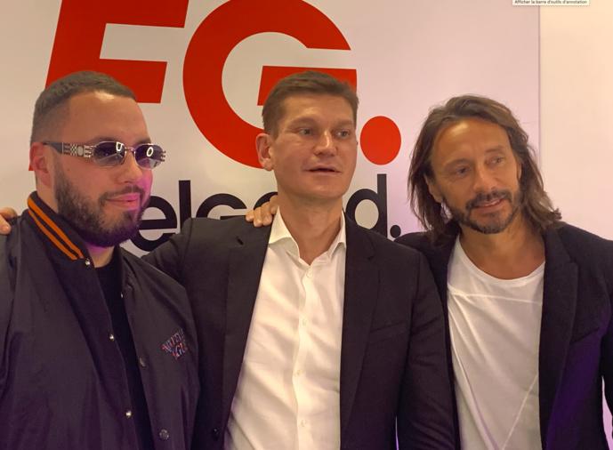 Antoine Baduel au centre aux côtés des DJ Bob Sinclar et Mercer.