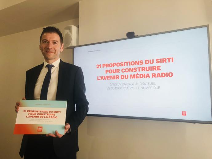Alain Liberty, président du SIRTI, lors de la présentation de propositions pour la réforme de l'audiovisuel / Photo FQ LLPR
