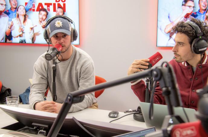 En studio, One FM s'adresse à ses 150 000 auditeurs. © One FM