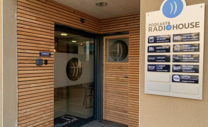 L'entrée de la RadioHouse à Brive en Corrèze. Le siège également de La Lettre Pro de la Radio et du Salon de la Radio et de l'Audio Digital...