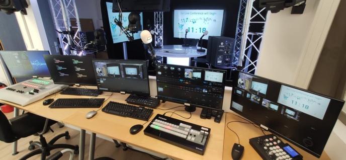 Une vue de la régie TV-Radio de Broadcast-associés