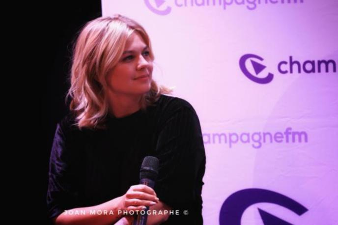 Louane émue de retrouver son public avec Champagne FM