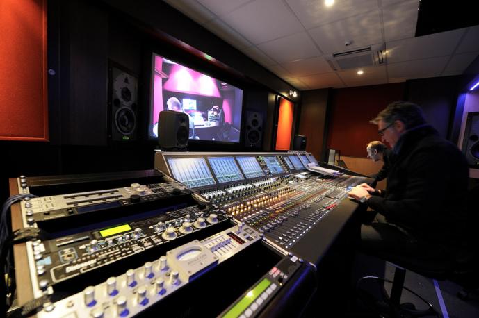 La régie embarquée a les mêmes capacités que celle des studios de la Maison de la Radio. © Radio France/Christophe Abramowitz