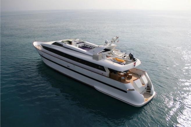 NRJ sur un yacht luxueux à Cannes