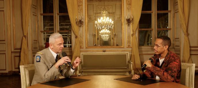 Le général d'armée François Lecointre et l'animateur de Skyrock PLM et de Skyrock Émeric Berco
