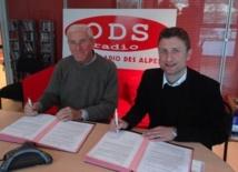 Le Général Bachelet  et Francois Quairel d'ODS et La Radio Plus ont signé le contrat de partenariat media à l'occasion des 2èmes Jeux Mondiaux Militaires d'Hiver.