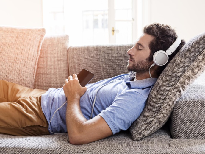 Homme apaisé, et très attaché à son podcast ! © Getty Images.