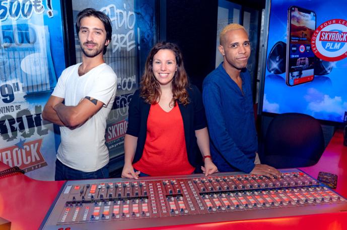 De gauche à droite, les animateurs Skyrock PLM : Antoine, Léa et M'Rik