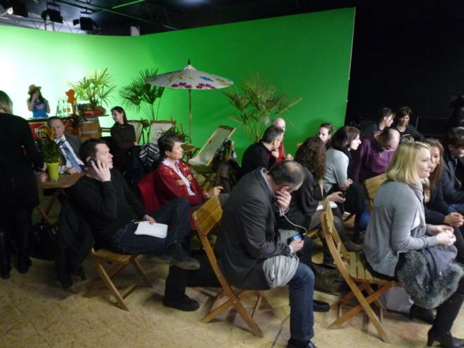 Un mur en fond vert pour, par exemple, s'exercer à la présentation d'un bulletin météo...