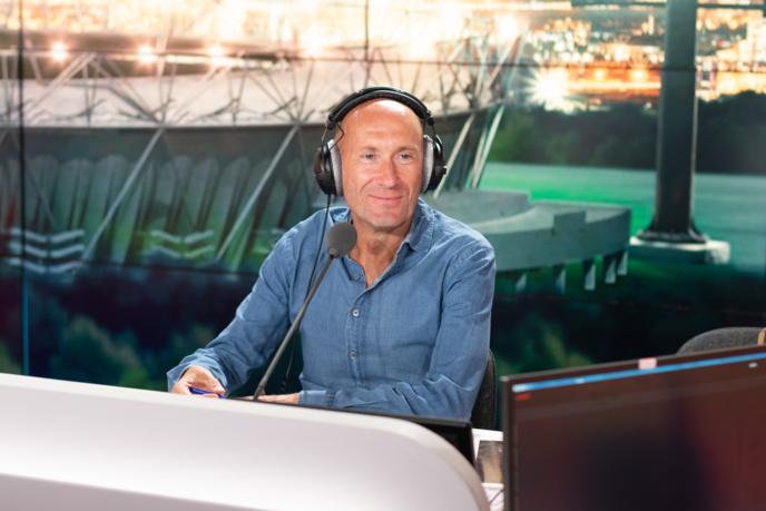 """Gilbert Brisbois est le """"capitaine"""" de l'After Foot depuis le 4 avril 2006. © Abacapress."""