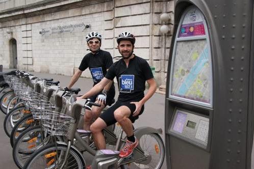 Olivier et Samuel, journalistes à France Bleu 107.1, sont prêts à relever le défi