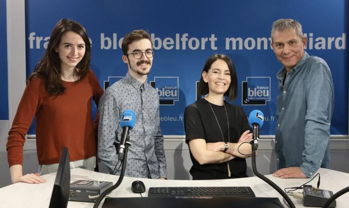 L'équipe de France Bleu Matin : Sixtine Lys (journaliste), Théo Martin (animateur, Émilie Pou (journaliste) et Stéphane Veaux (animateur) © Laurent Herbrecht