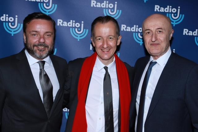 Emmanuel Rials, directeur général Radio J avec Christophe Barbier journaliste à Radio J et Nellu Cohn directeur des antennes à Radio J