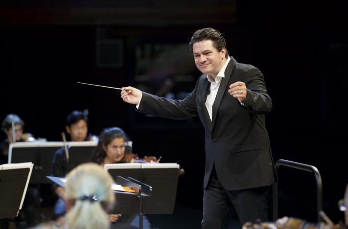 L'Orchestre National de France et son directeur musical Cristian Măcelaru © Christophe Abramowitz - Radio France